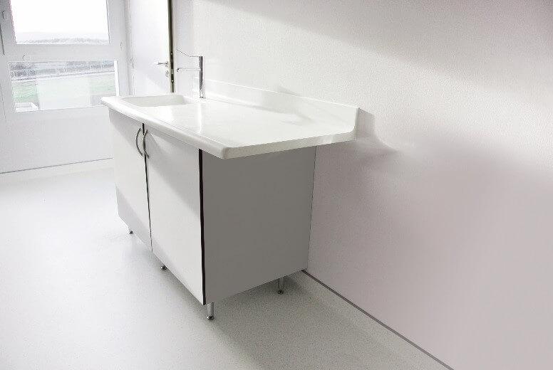 Mesas de laboratorio C-line con Corian® Solid Surface: una opción ...